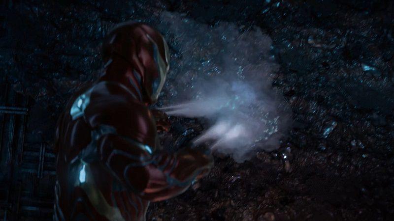 Старк заделывает вторую дыру, через которую вылетел Эбони Мо